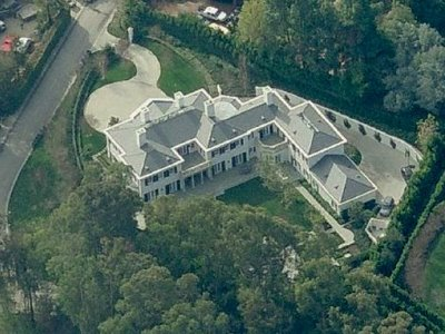 photo: house/residence of beautiful sexy talented  20 million earning Los Angeles, California, United States-resident
