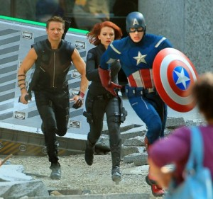 Set Visits: Jeremy Renner, Scarlett Johansson & Chris Evans in Manhattan for 'The Avengers'